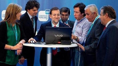 Rajoy y gobierno con ordenador